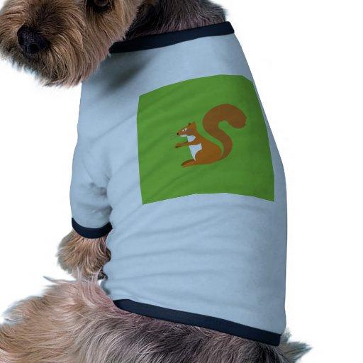Ardilla que se sienta camisetas de mascota