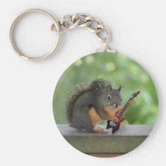 Ardilla que toca la guitarra eléctrica llavero redondo tipo pin