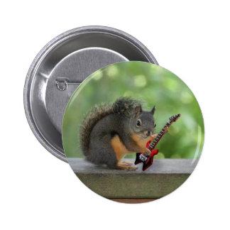 Ardilla que toca la guitarra eléctrica pin redondo de 2 pulgadas