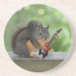 Ardilla que toca la guitarra eléctrica posavasos diseño