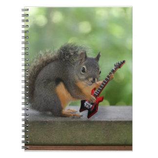 Ardilla que toca la guitarra eléctrica spiral notebook