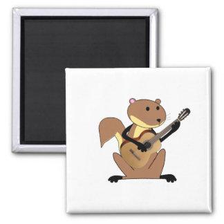 Ardilla que toca la guitarra imán
