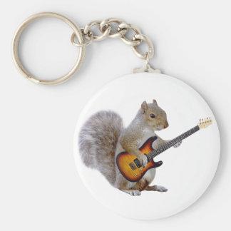Ardilla que toca la guitarra llavero redondo tipo pin
