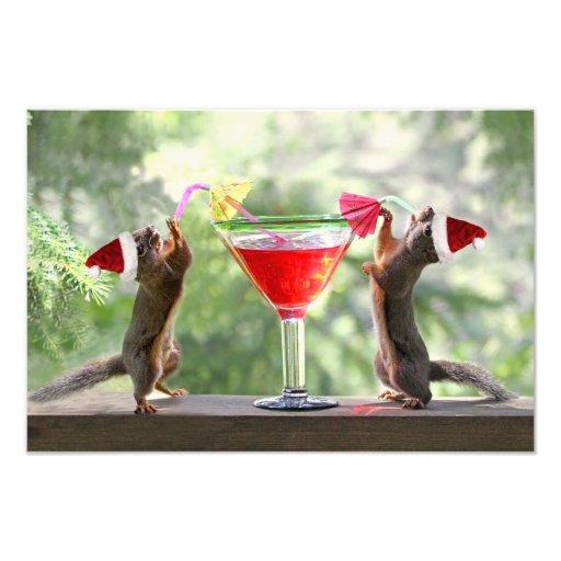 Ardillas de Santa que beben un cóctel Impresiones Fotográficas