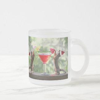 Ardillas de Santa que beben un cóctel Tazas De Café