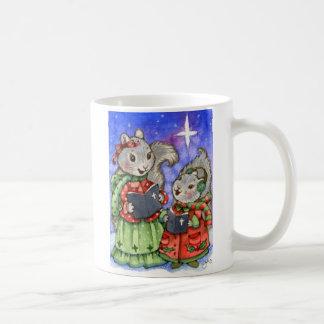 Ardillas del navidad de Caroling - taza linda