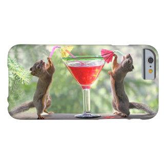 Ardillas que beben una caja del iPhone 6 del Funda De iPhone 6 Slim