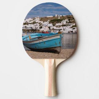 Área del puerto y del puerto con los barcos de pala de tenis de mesa
