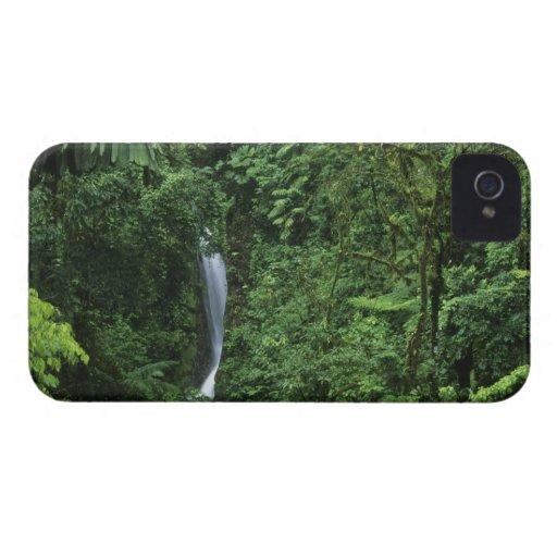 Área del volcán de Costa Rica, Arenal, puentes de iPhone 4 Case-Mate Cárcasa
