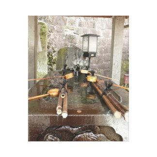 Área que se lava de la mano en sintoísta budista d impresión en lona