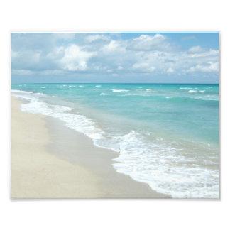 Arena extrema del blanco de la opinión de la playa fotografia