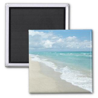 Arena extrema del blanco de la opinión de la playa imán cuadrado