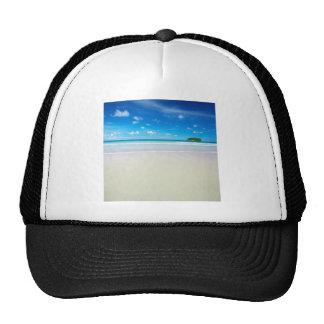 Arenas blancas tropicales de la playa de la natura gorras de camionero