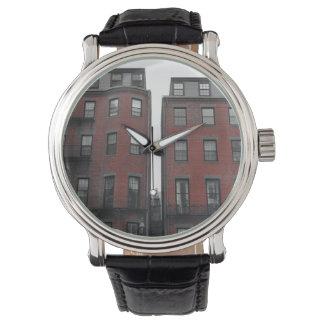 Areniscas de color oscuro reloj