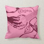 Arenoso invertido de la guitarra del rosa femenino cojines