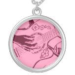 Arenoso invertido de la guitarra del rosa femenino grimpola personalizada