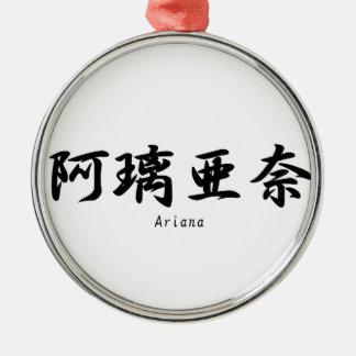 Ariana tradujo a símbolos japoneses del kanji ornamento para reyes magos