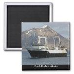 Arica, pescando el barco rastreador en puerto hola iman