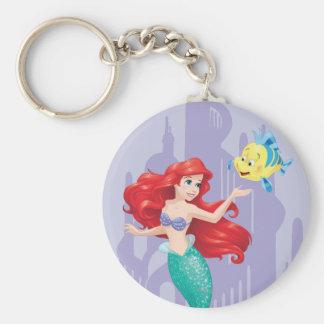 Ariel y platija llavero redondo tipo pin