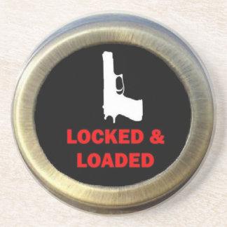 Arma cerrado y cargado posavasos diseño