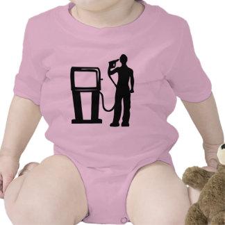 Arma de la gasolinera en la cabeza traje de bebé