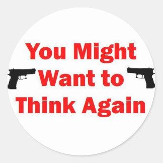 Arma de la seguridad en el hogar pegatina redonda