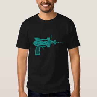 Arma de rayo retro en trullo camisas
