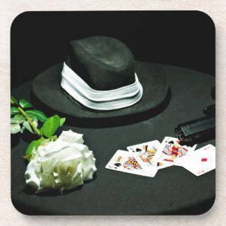 Arma del gángster del póker subió posavasos