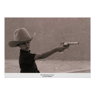 Arma del juguete del tiroteo del muchacho póster