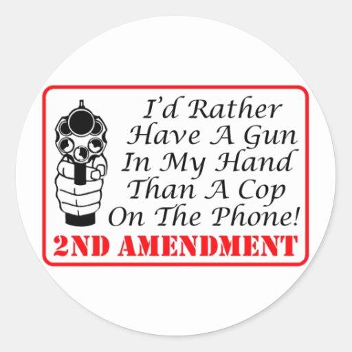 Arma en mi mano que un poli en el teléfono pegatina redonda