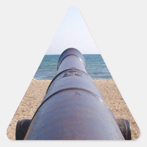 arma que apunta a la meta y al éxito pegatina triangular