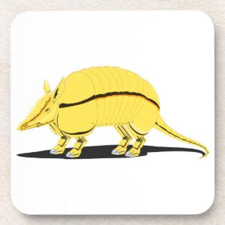 Armadillo amarillo/de oro con la raya negra en posavasos