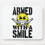 Armado con una sonrisa tapete de raton