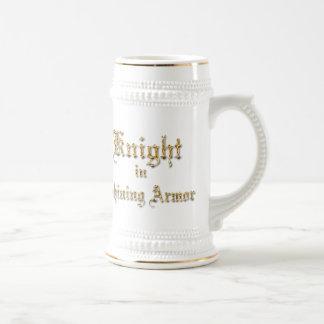 Armadura brillante del caballero jarra de cerveza