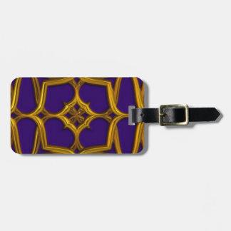 Armadura céltica del oro en fondo púrpura etiquetas para equipaje