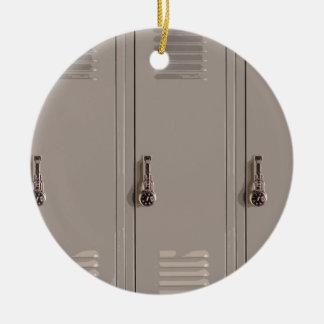 Armarios grises de la escuela, estudiante de la adorno navideño redondo de cerámica