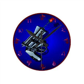Armas de los rosas n reloj redondo mediano