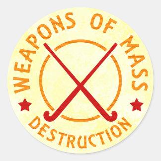 Armas del hockey hierba de la destrucción pegatina redonda