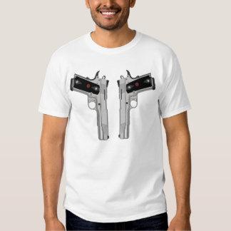 Armas dobles del signo de la paz remera