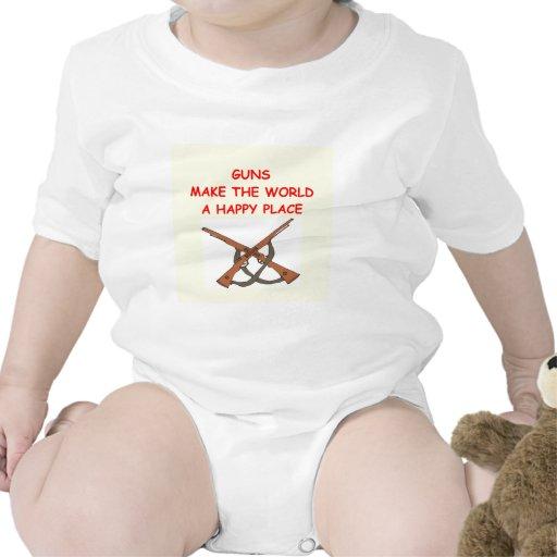 armas traje de bebé