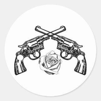armas y rosas pegatina redonda
