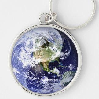 Armonía de Yin-Yang en nuestro planeta Llavero Redondo Plateado