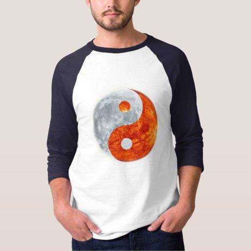 Armonía espiritual Sun de Yin Yang y camisa de la