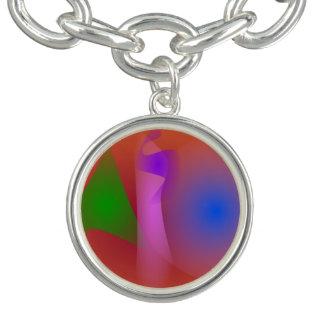 Armonía nebulosa de colores que ponen en contraste pulseras con dijer
