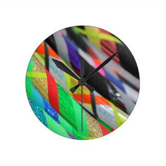 aro coloreado del hula reloj redondo mediano