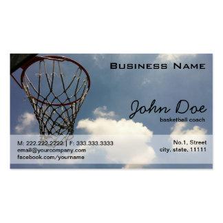 Aro de baloncesto contra el cielo azul plantilla de tarjeta de negocio
