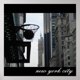 Aro de baloncesto en New York City. Póster