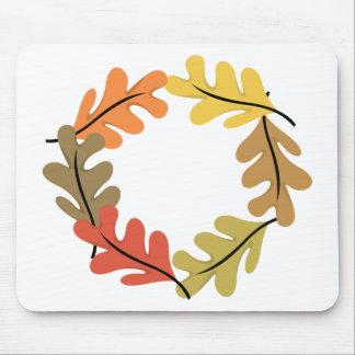 Aro de las hojas de otoño alfombrillas de ratón