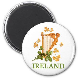 Arpa irlandesa de oro con los tréboles de oro y ve imán redondo 5 cm