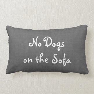 Arpillera gris ningunos perros en la almohada del